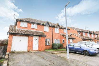 4 Bedrooms Semi Detached House for sale in Russell Road, Toddington, Dunstable, Bedfordshire