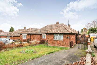 2 Bedrooms Bungalow for sale in Meadway, Dunstable, Bedfordshire