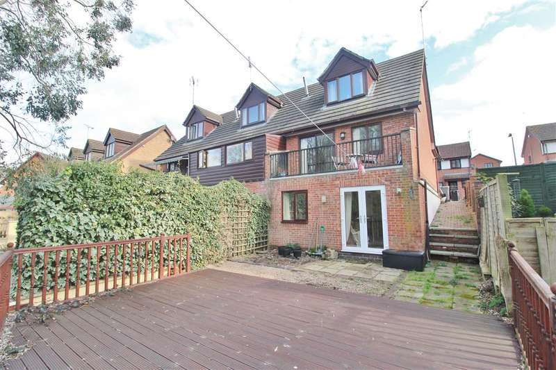 3 Bedrooms Property for sale in Holly Close, Grantham