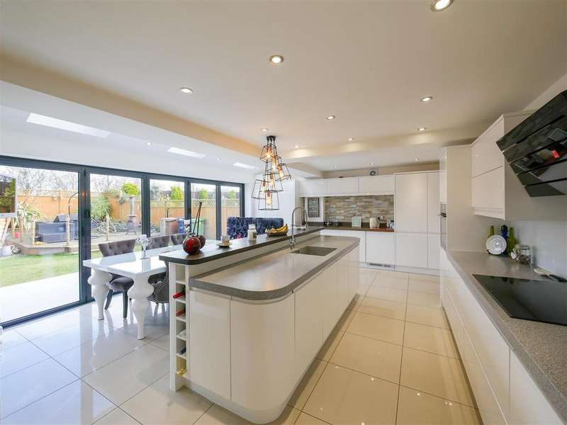 5 Bedrooms Detached House for sale in Stratton Close, Leechmere, Sunderland