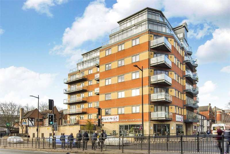 3 Bedrooms Flat for sale in Thorngate House, St. Swithins Square, LN2