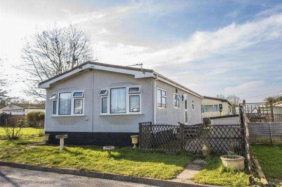 2 Bedrooms Property for sale in Crookham Park, Crookham Common, Thatcham