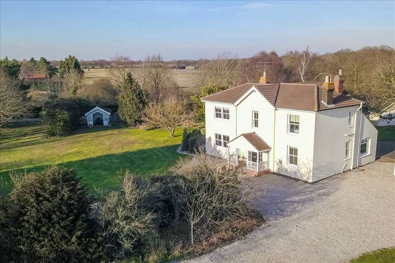 5 Bedrooms Detached House for sale in Wivenhoe Road, Alresford