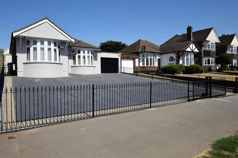 4 Bedrooms Bungalow for sale in Wood View, Grays