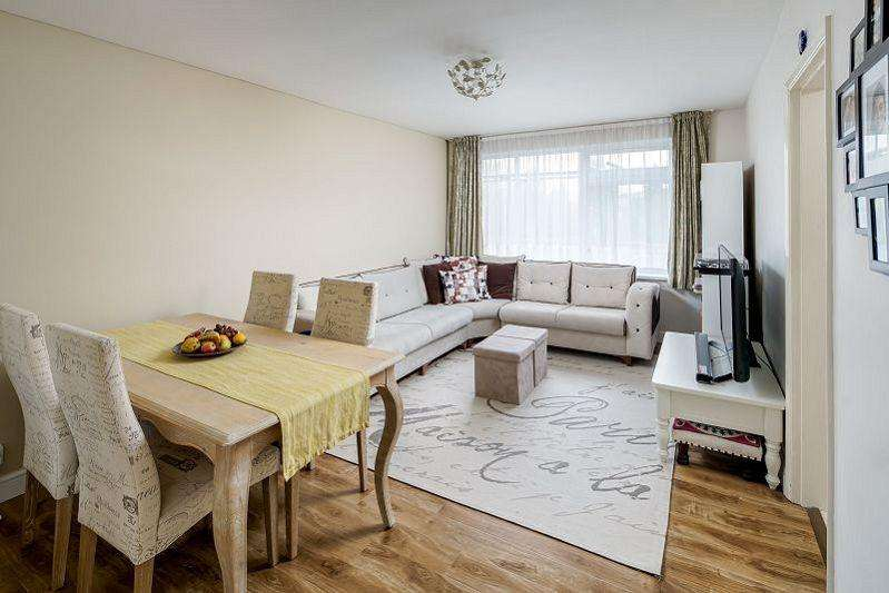 2 Bedrooms Flat for sale in Heathcote Grove, Chingford E4