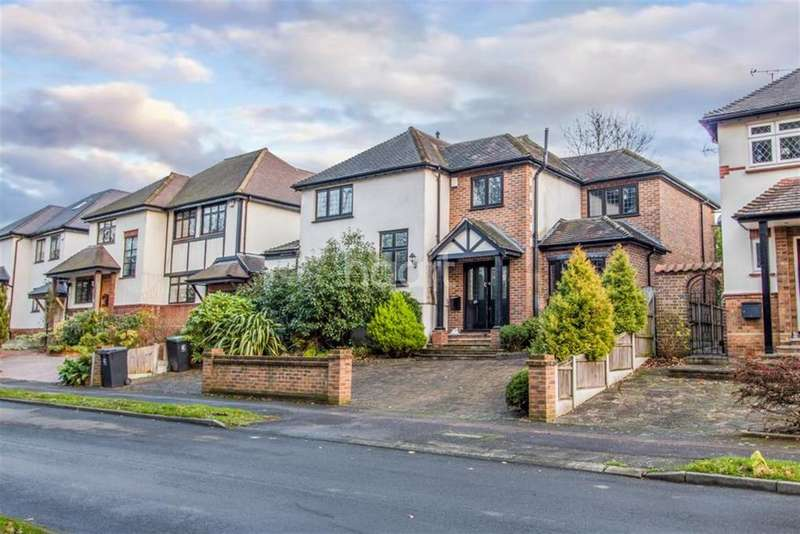4 Bedrooms Detached House for rent in Barnaby Way - Chigwell - IG7