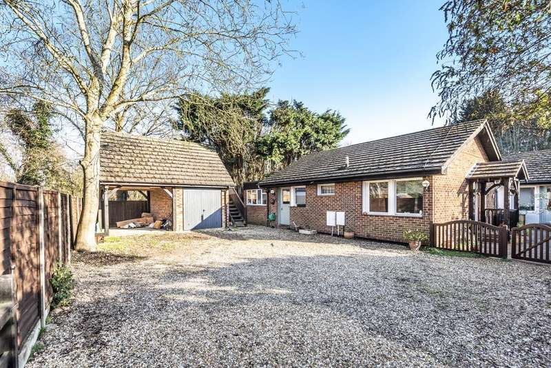5 Bedrooms Detached Bungalow for sale in Rectory Road, Farnborough, Hampshire, GU14