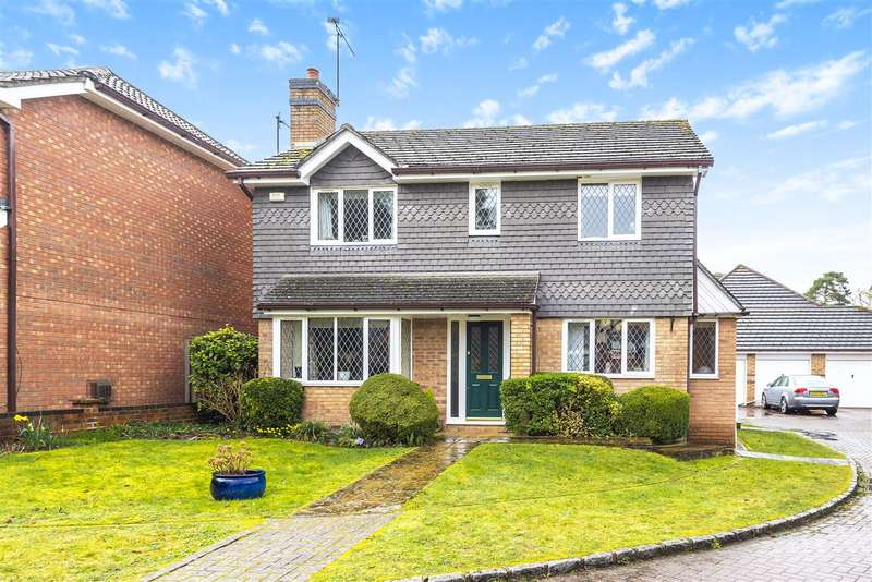 4 Bedrooms Detached House for sale in Geranium Close, Kings Copse, Crowthorne