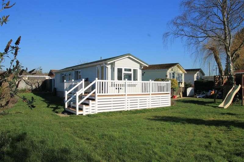 2 Bedrooms Park Home Mobile Home for sale in Cranbourne Hall Park, Winkfield, Windsor