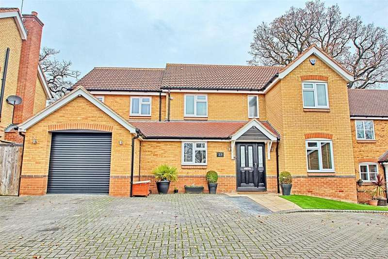 5 Bedrooms Detached House for sale in GOSSE CLOSE, HODDESDON - CHAIN FREE STUNNING