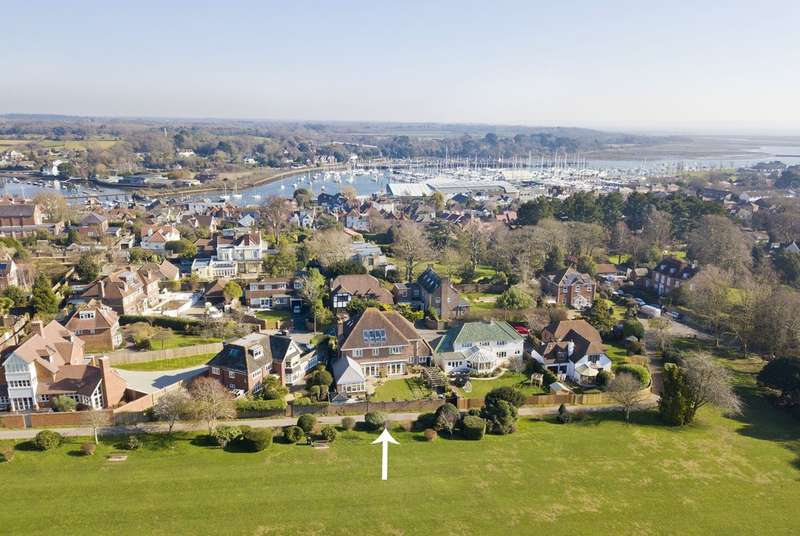 5 Bedrooms Detached House for sale in West Hayes, Lymington, Hampshire