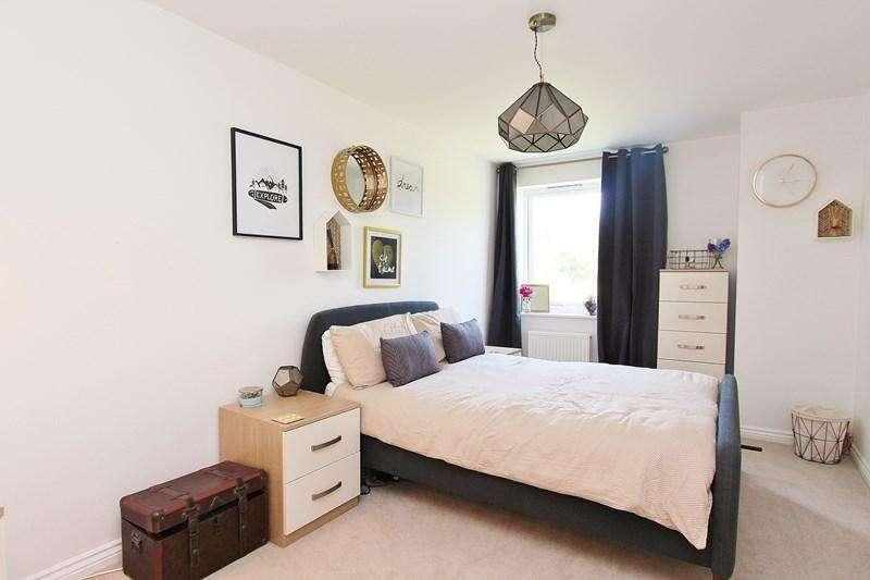 1 Bedroom Flat for sale in Greenfield Road, Keynsham, Bristol