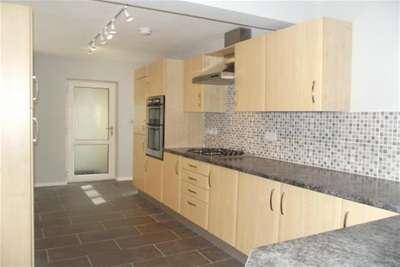4 Bedrooms House for rent in Duke Street, Arnold, Nottingham, NG5 6GP