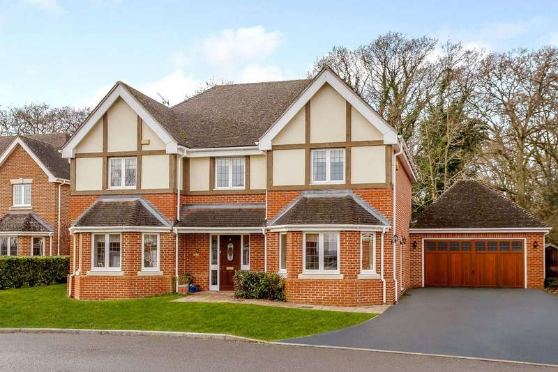 5 Bedrooms Detached House for sale in Stonelea Grove, Derbyfields, North Warnborough, Hook