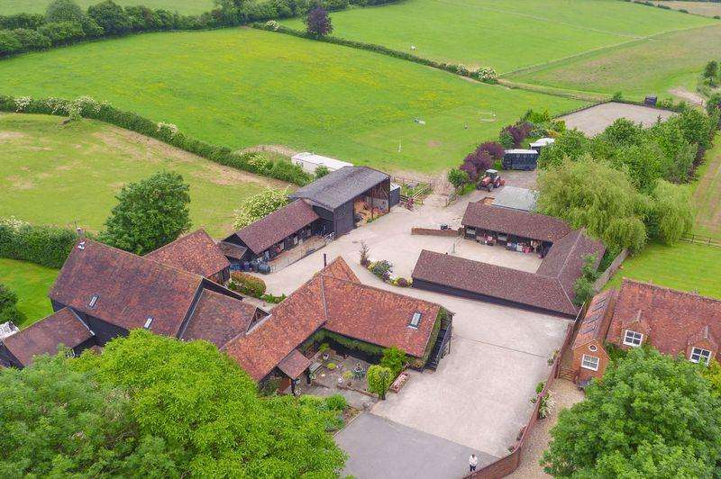 5 Bedrooms Detached House for sale in Bolter End, Near Marlow