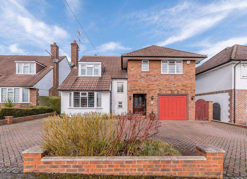 4 Bedrooms Detached House for sale in Grange Road, Elstree, WD6