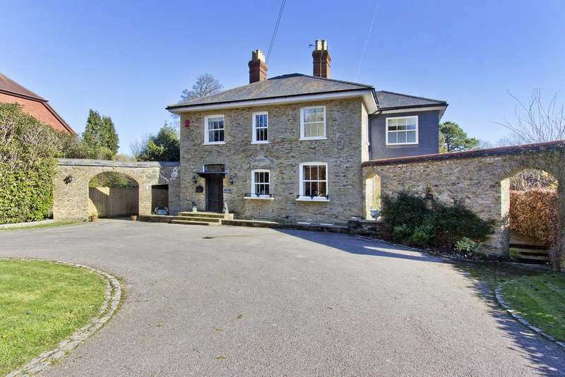 5 Bedrooms Detached House for sale in Beacon Road, Crowborough