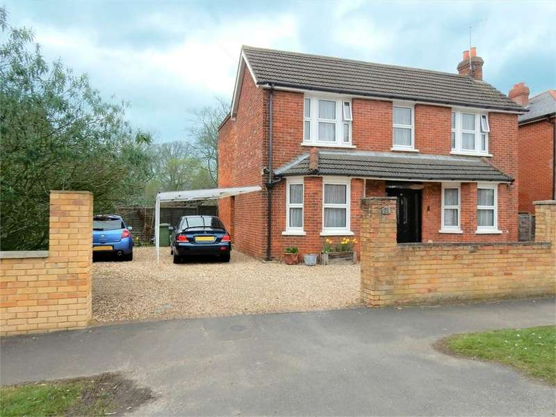 3 Bedrooms Detached House for sale in Florence Road, College Town, SANDHURST, Berkshire