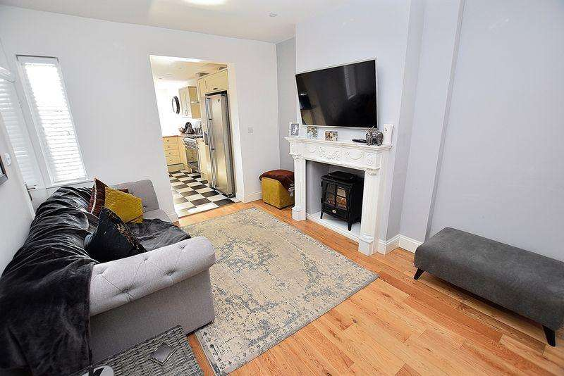 3 Bedrooms Terraced House for sale in IMMACULATE condition, THREE bedrooms, CHARACTER features...