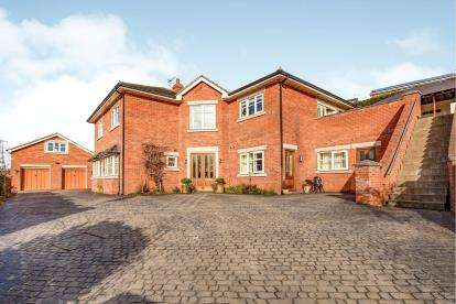4 Bedrooms Detached House for sale in Aislaby Road, Eaglescliffe, Stockton-On-Tees