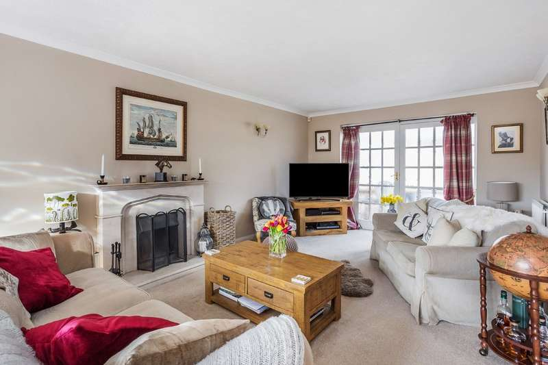 4 Bedrooms Detached House for sale in Orchard Lane, Godstone
