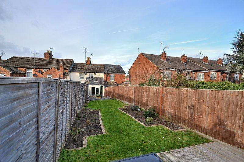 2 Bedrooms Terraced House for sale in Amazing Rear Garden Stunning Condition...
