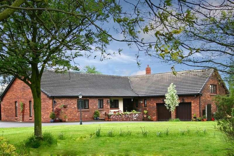 4 Bedrooms Detached Bungalow for sale in North Moor Lane, Halsall, Ormskirk