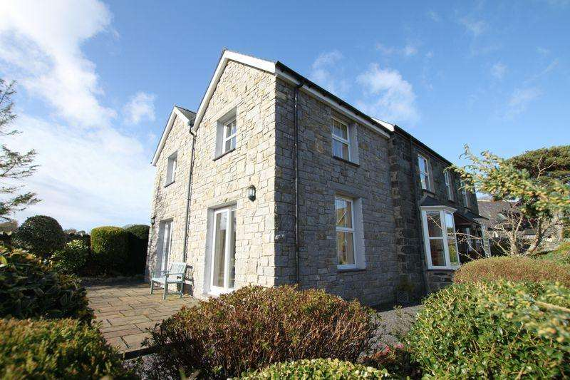 4 Bedrooms Detached House for sale in Glasinfryn, Gwynedd