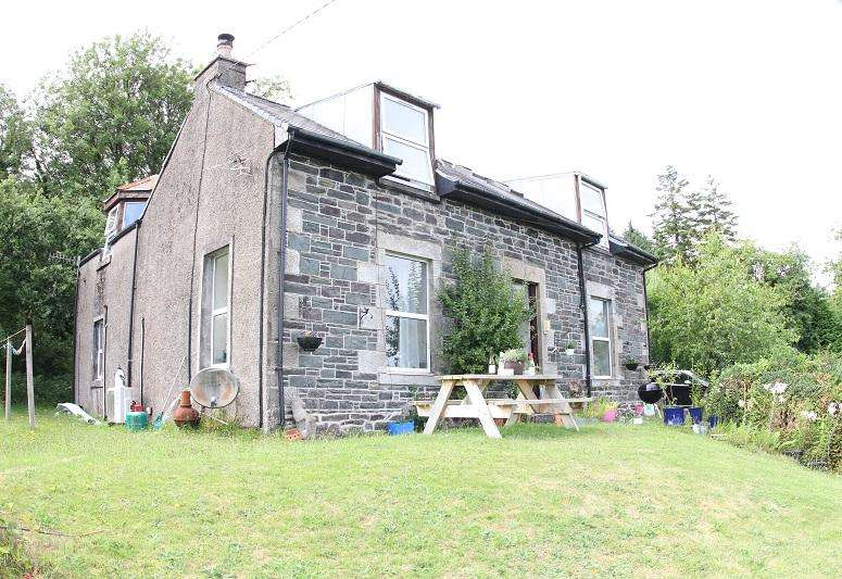 2 Bedrooms Flat for sale in Illeen Road, Tarbert PA29