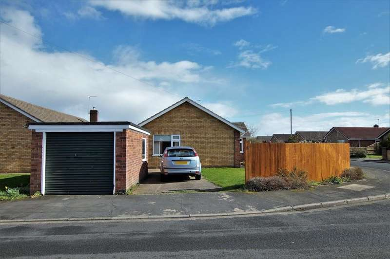 3 Bedrooms Detached Bungalow for sale in Johnson Drive, Bracebridge Heath
