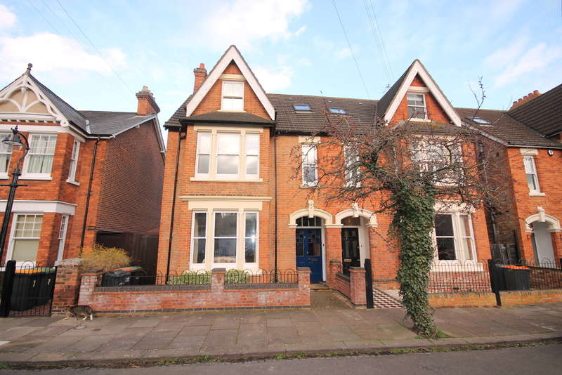 6 Bedrooms Semi Detached House for sale in Cornwall Road, Bedford, MK40