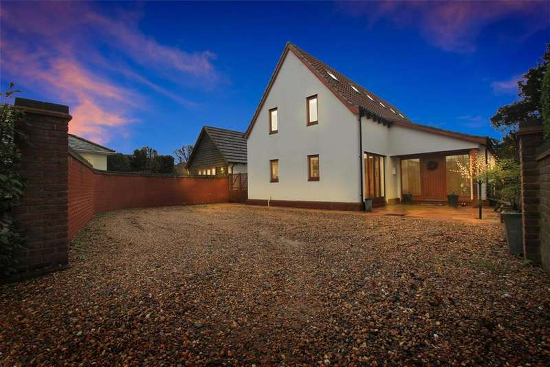 4 Bedrooms Detached House for sale in Widford Road, Hunsdon, Ware