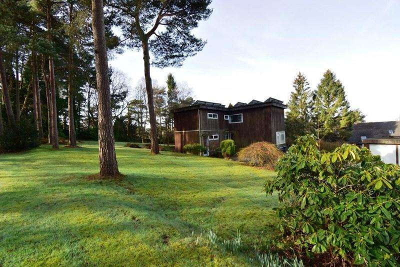 4 Bedrooms Detached House for sale in Goldsmiths Avenue, Crowborough