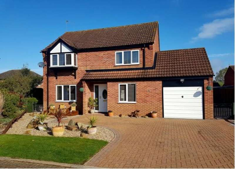 4 Bedrooms Detached House for sale in St. Leonards Close, Woodhall Spa