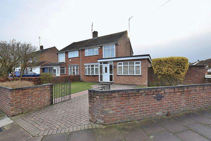 3 Bedrooms Semi Detached House for sale in STUNNING PLOT! Massive amount of potential and offered with no chain!