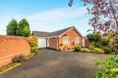 2 Bedrooms Bungalow for sale in Sherlock Close, Willenhall