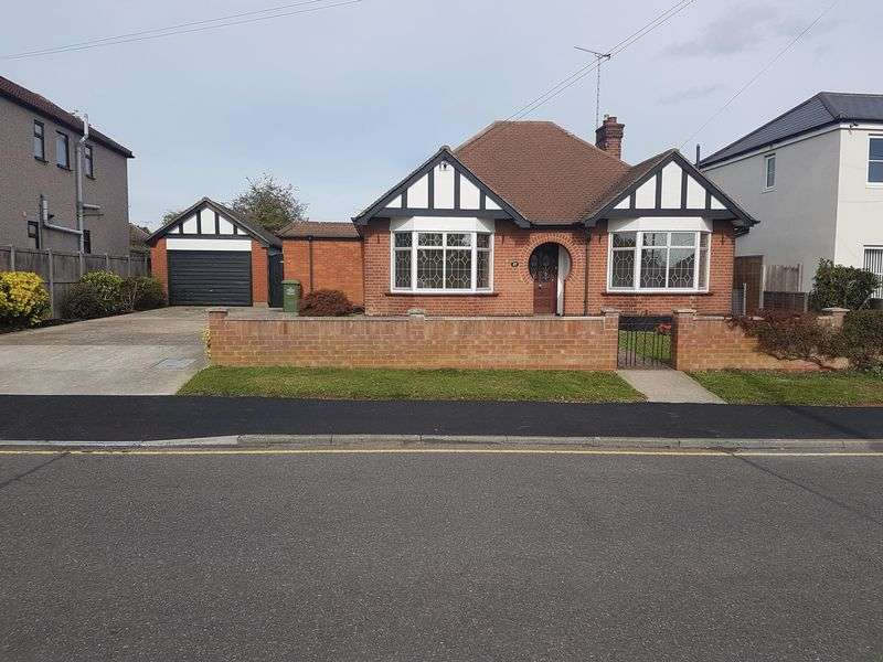 3 Bedrooms Property for sale in Athelstan Gardens, Wickford