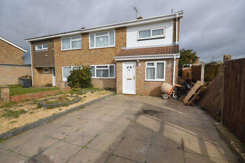4 Bedrooms Semi Detached House for sale in Gelding Close.