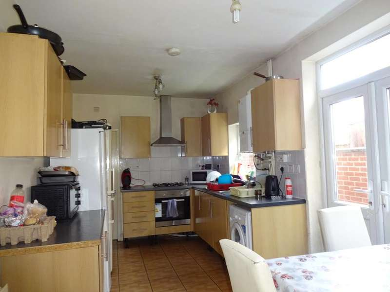 3 Bedrooms Terraced House for sale in Upperton Road, Leicester LE3