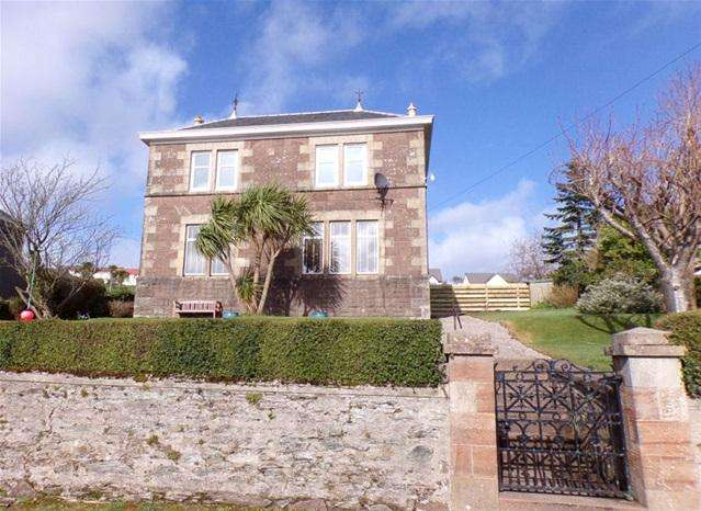 2 Bedrooms Flat for sale in Elyside, Dalintober, Campbeltown, PA28 6EB