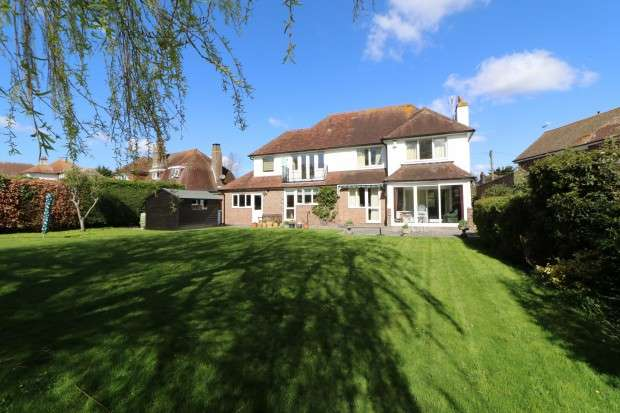 4 Bedrooms Detached House for sale in Wannock Lane, Eastbourne, BN20