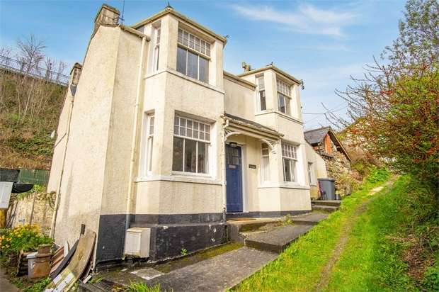 3 Bedrooms Semi Detached House for sale in Cambria Road, Menai Bridge, Anglesey