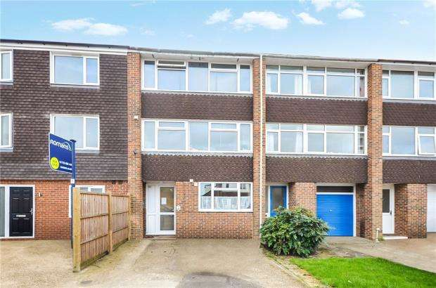 1 Bedroom Apartment Flat for sale in Black Horse Close, Windsor, Berkshire