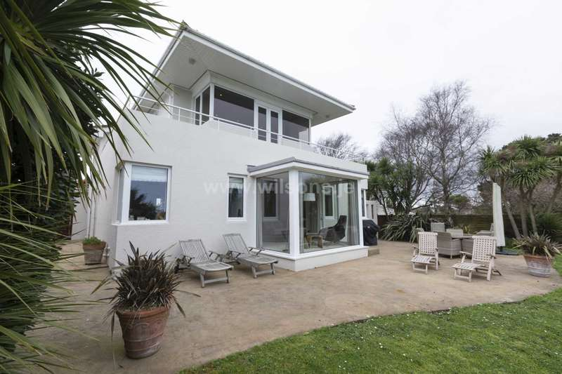 4 Bedrooms Detached House for sale in Park Estate, St Brelade