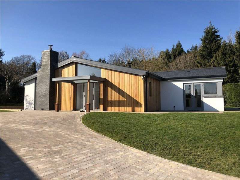 3 Bedrooms Bungalow for sale in Brook Lane, Cropthorne, Pershore, Worcestershire, WR10