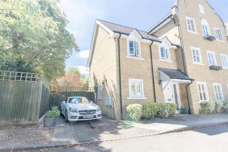 3 Bedrooms House for sale in Bulstrode Place, Upton Park, Slough