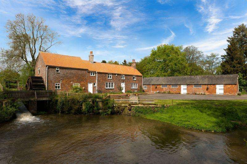 3 Bedrooms Detached House for sale in Stockwith Water Mill, Harrington Road, Hagworthingham in over 8 acres