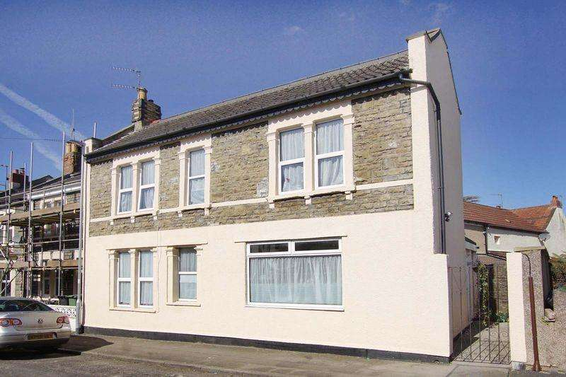 3 Bedrooms End Of Terrace House for sale in Kensington Road, Staple Hill, Bristol, BS16 4LX