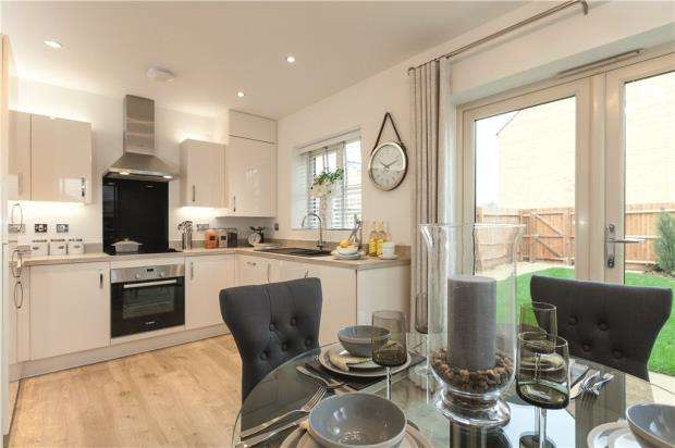 3 Bedrooms Detached House for sale in Sandhurst Gardens, High Street, Sandhurst