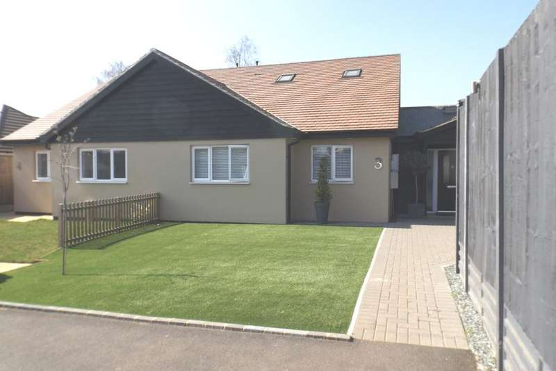 3 Bedrooms Semi Detached Bungalow for sale in Drew Croft, Gamlingay SG19